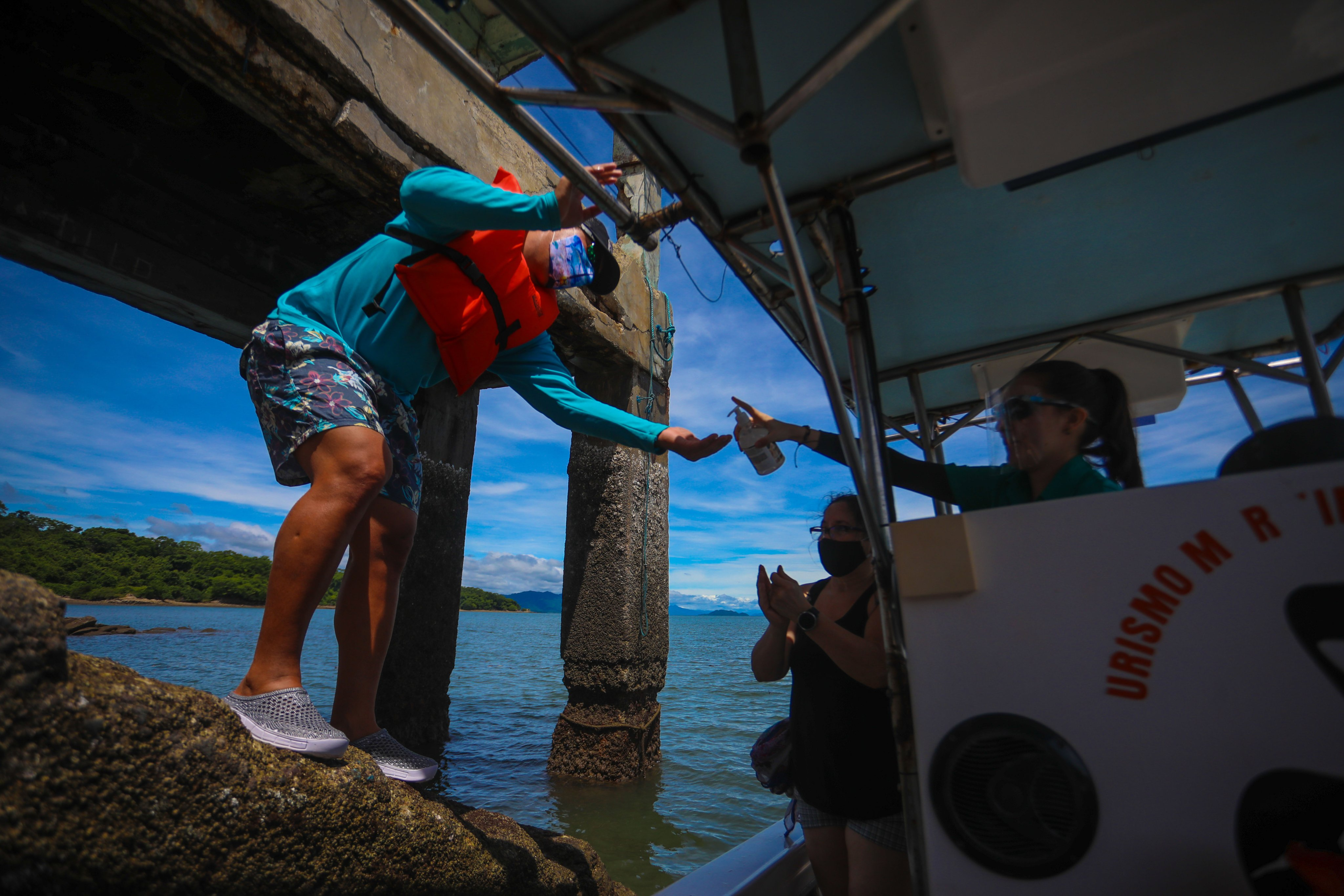 Visitantes a Isla San Lucas