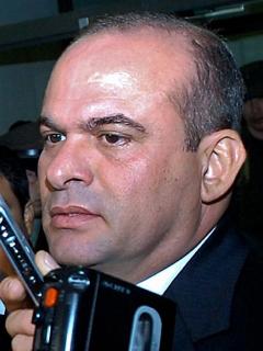 Salvatore Mancuso acordonado por los medios tras declarar en la Corte Suprema de Justicia en 2005
