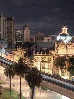 Medellín tendrá toque de queda nocturno este fin de semana.