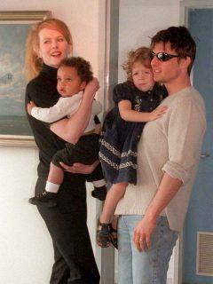 Nicole Kidman y Tom Cruise con sus dos hijos adoptados, Connor e Isabella, en 1996.