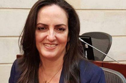 María Fernanda Cabal, en el senado, señalada de estar detrás de patente de la panela