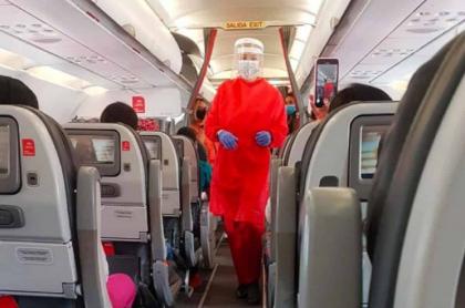 Foto de una auxiliar de vuelo de Avianca, que anunció 14 rutas nacionales en septiembre