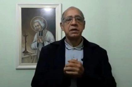 El sacerdote brasileño Antonio Firmino Lopes les deseó lo peor a católicos que no van a misa.