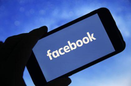 Logotipo de Facebook para ilustrar nota sobre cómo las reglas de privacidad de Apple afectarán la publicidad e ingresos de la red social