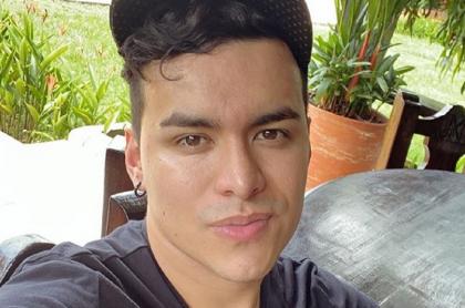 Selfi de Yeison Jiménez, quien reveló detalles de su fiesta de cumpleaños, si es aventurero y si está a favor de 'las bendecidas'.