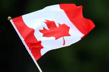 Imagen de bandera de Canadá ilustra nota de ofertas de trabajo en ese país