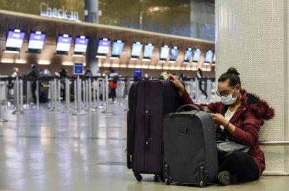 Foto de referencia de aeropuerto El Dorado para ilustrar criterios que se exigirán a viajeros en Colombia en la pandemia.
