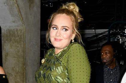 Adele en los Premios Grammy 2017, antes de su pérdida de peso, que  ahora alardea hasta en bikini.