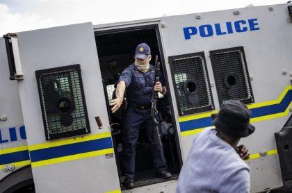 Protestas en Sudáfrica por asesinato de joven discapacitado por la policía