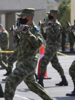 Imagen de militares colombianos entrenando ilustra nota sobre reactivación del reclutamiento militar