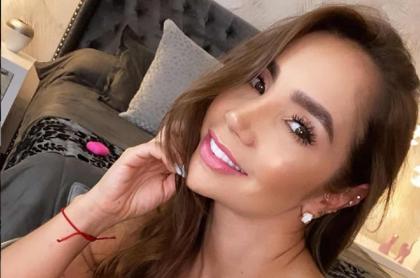 """Selfi de Paola Jara, cantante que tuvo """"cambio extremo"""" y antes era mona."""