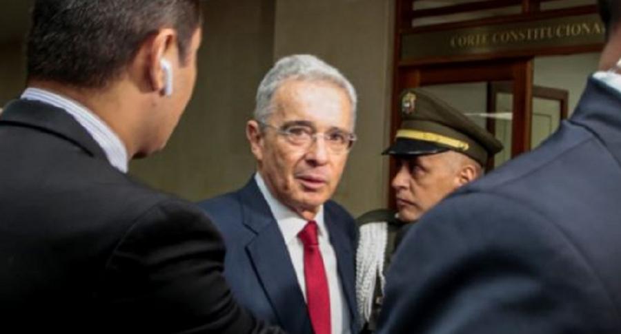 Imagen de Álvaro Uribe, cuyo caso pasó a la Fiscalía, cuando fue a la Corte (en 2018)
