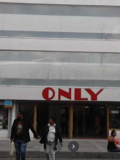 Fachada de uno de los almacenes Only, en Bogotá
