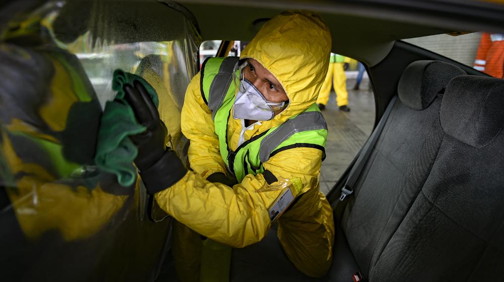 Desinfección de los taxis vinculados al Aeropuerto Internacional El Dorado en Bogotá