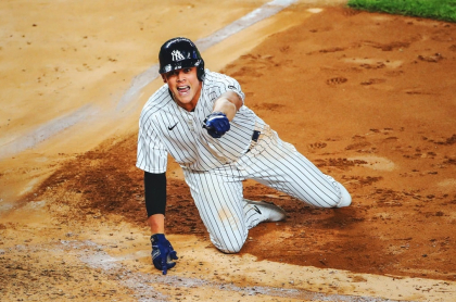 Gio Urshela, tras conseguir cuadrangular dentro del campo con los Yankees de Nueva York.