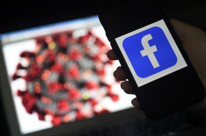 Imagen de logo de Facebook  con la de virus ilustra nota sobre video viral que tuvo que ser eliminado