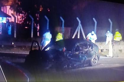 Vehículo accidentado en la vía Bogotá-Melgar