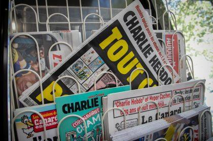Charlie Hebdo volvió a publicar portada sobre Mahoma por la que sufrió atentado en 2015 .