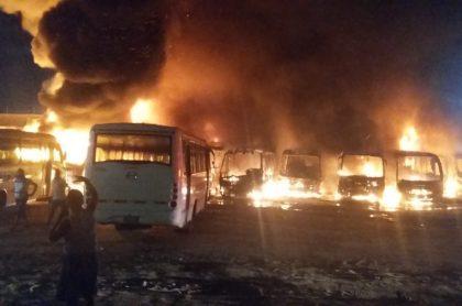 Buses de empresa de transporte que se quemaron por incendio en Malambo, Atlántico