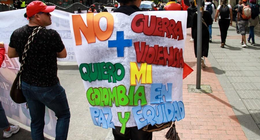 Convocan nuevo paro nacional. Foto de marcha el 27 de noviembre en Bogotá.