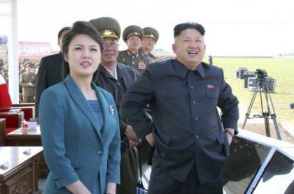 Kim Jong-un y Ri Sol–ju, primera dama de Corea del Norte.