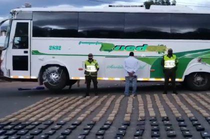 Narcobus sorprendido en Nariño con 400 kilos de .