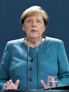 Ángela Merkel, canciller alemana, pidió explicaciones a Rusia por envenenamiento de principal opositor de Putin.