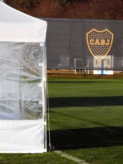 2 colombianos, entre los 18 contagiados por coronavirus de Boca Juniors. En la foto, el campo de prácticas del equipo argentino.