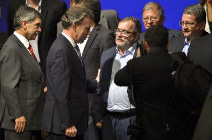 Juan Manuel Santos y Rodrigo Londoño, que hicieron una reunión por la que uribistas armaron teorías de conspiración