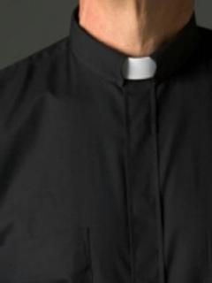 Imagen que ilustra a un sacerdote, como el que fue capturado en Bogotá