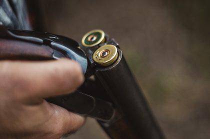 Imagen de una escopeta, como la que uso el hombre que amenazó a su familia, en Valle del Cauca