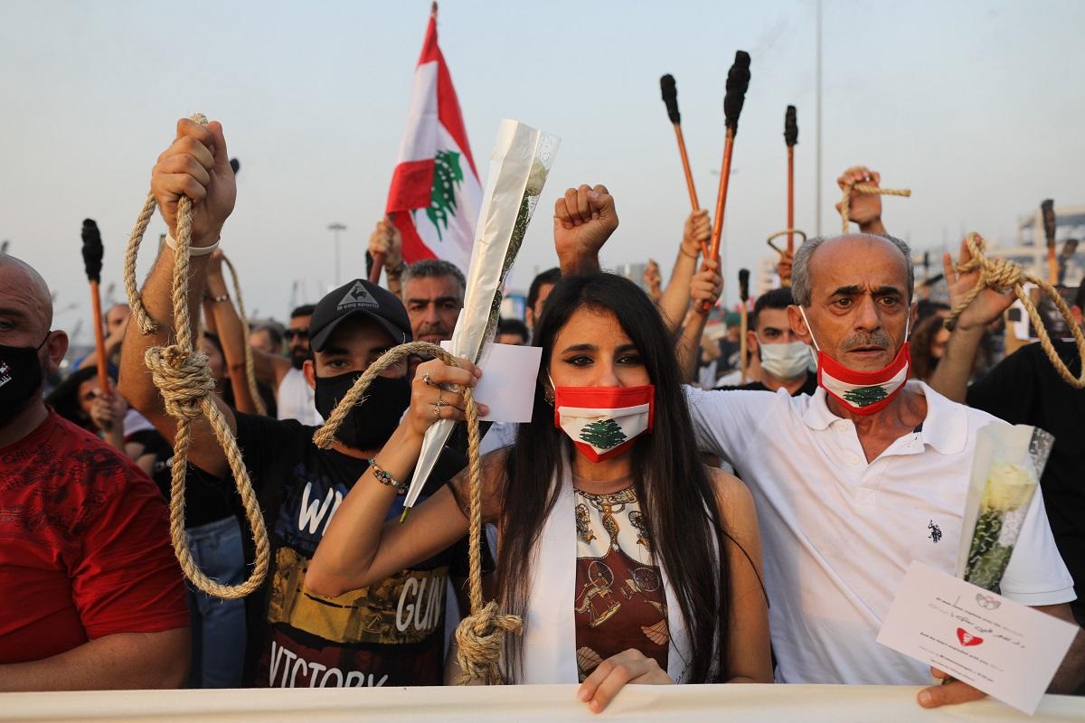 Después de la explosión, se presentaron fuertes protestas en contra del gobierno y las altas esferas políticas de Líbano durante varios días (Getty).