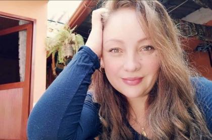 Foto de Ana Victoria Beltrán, quien mostró foto con cintura de 'avispa' y pelo rojo