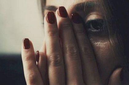 Foto de mujer maltratada, que ilustra caso de abuso sexual en entrevista de trabajo