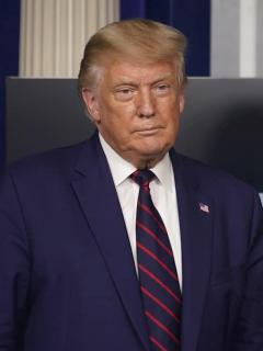 Donald Trump, que según su exabogado calificó de idiotas a los latinos
