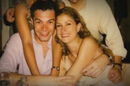 Lina Marulanda sonriente con Iván Lalinde, quien habló del suicidio de ella, sus últimos días juntos y las veces que se le ha aparecido.