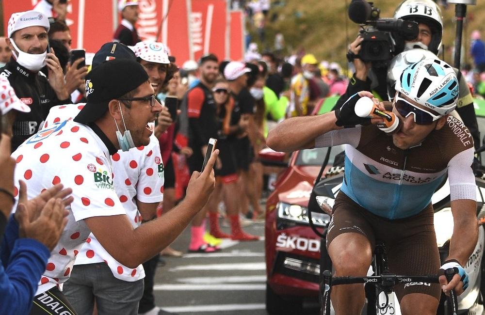 Ciclistas, en riesgo de COVID-19 en el Tour de Francia