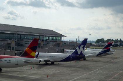 La Aeronáutica Civil reveló que tres nuevos aeropuertos recibieron luz verde para retomar operaciones.