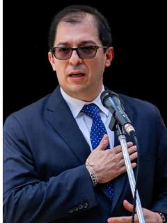 Eduardo Montealegre, exfiscal General de la Nación, aseguró que Francisco Barbosa y la Fiscalía reciben órdenes de Álvaro Uribe desde el Ubérrimo.
