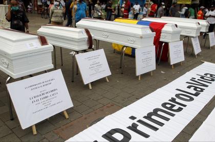Performance en Medellín contra las masacres ocurridas en Colombia este 2020, que según Idepaz fueron 55