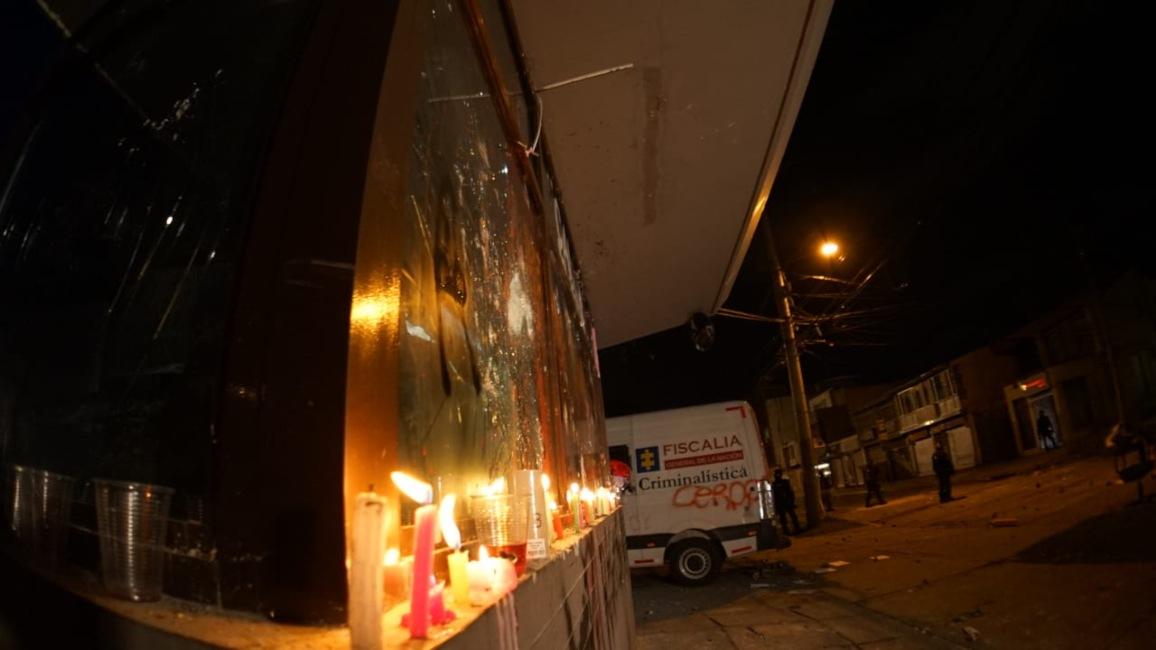 Velas en el CAI de Villa Luz (Bogotá) por la muerte del abogado Javier Ordóñez 2.