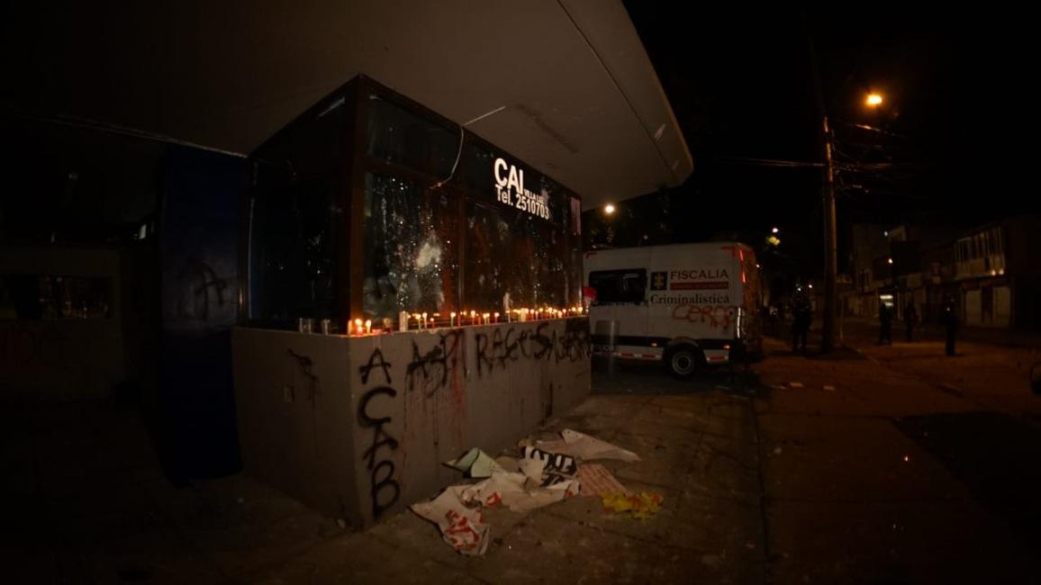 Velas en el CAI de Villa Luz (Bogotá) por la muerte del abogado Javier Ordóñez 5.