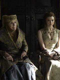 La fallecida actriz Diana Rigg junto a Natalie Dormer en una escena de 'Game of Thrones'.