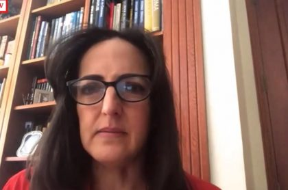 María Fernanda Cabal asegurando que Juan Manuel Santos está detrás de disturbios contra la Policía