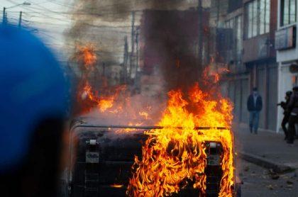 El diario estadounidense contó lo que sucedió con el abogado y las protestas que ocasionó este hecho. Incendios en Bogotá en medio de manifestaciones.