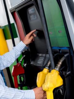 El Ministerio de Minas y Energía publicó los precios de los combustibles que regirán desde este viernes 10 de septiembre. Tabla de precios de combustibles.