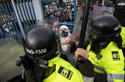 La semana de los disturbios por la muerte de Javier Ordóñez también se llevó a cabo una manifestaciónfeminista por presunta violación de una mujer en una EPS.