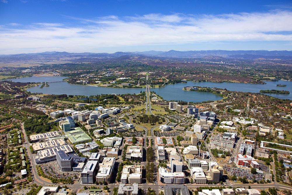 Vista aérea de Canberra, Australia, sede de la Universidad Nacional Australiana, institución que ofrece la Beca de Diversidad Global ANU, a la que los colombianos pueden postularse.