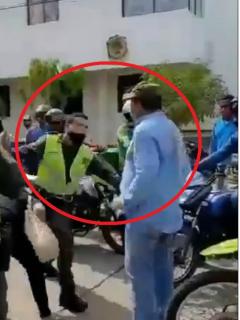 Policía y hombre se van a los golpes en Valledupar