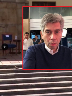 Evento de reconciliación en Bogotá que tuvo una silla vacía marcada con el nombre de Iván Duque, por la que Daniel Coronell hizo crítica, y foto del periodista.  (Fotomontaje de Pulzo)